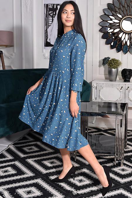 Синее платье с асимметричной талией