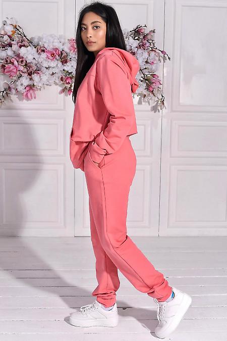 Трикотажный спортивный костюм розового цвета