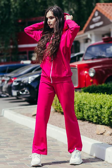 Женский спортивный костюм малинового цвета. Женская одежда фото