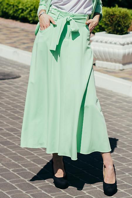 Яркая салатовая юбка в пол. Деловая женская одежда фото
