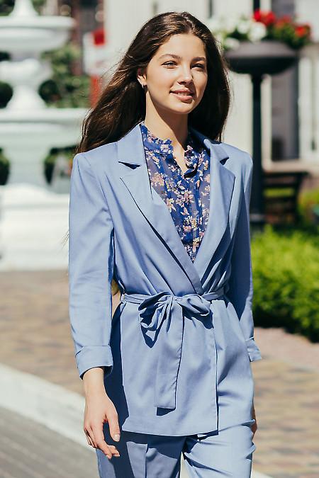 Стильный голубой жакет под пояс. Деловая женская одежда фото
