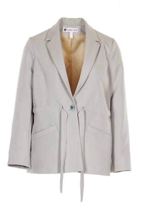 Жакет серый с поясом и длинным рукавом. Деловая женская одежда фото