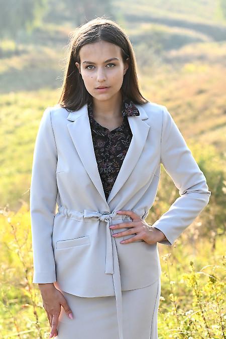 Стильный жакет женский серый с пояском. Деловая женская одежда фото