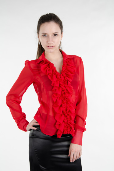 Блуза красная с пышными рюшами. Деловая женская одежда