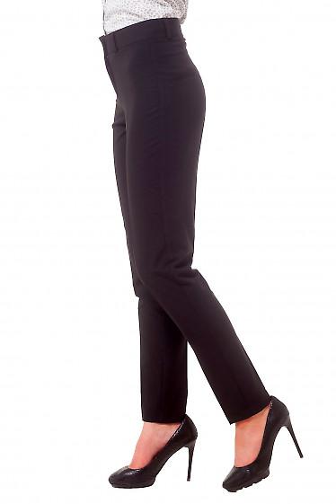 Черные зауженные брюки со складками-стрелками