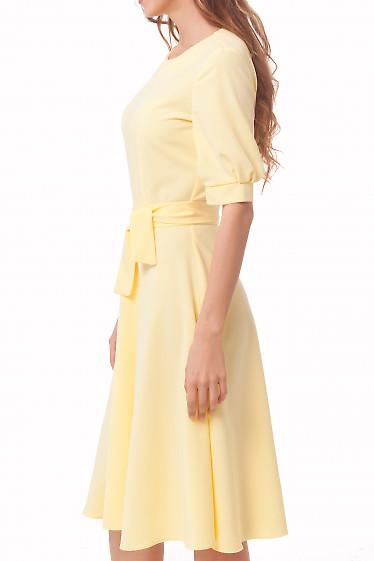 Желтое платье с юбкой миди