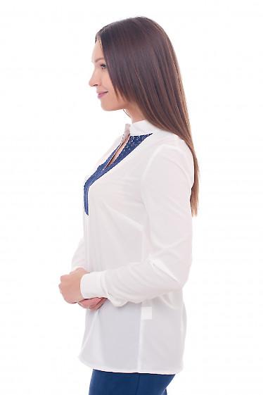 Купить молочную блузку с синим кружевом Деловая женская одежда фото