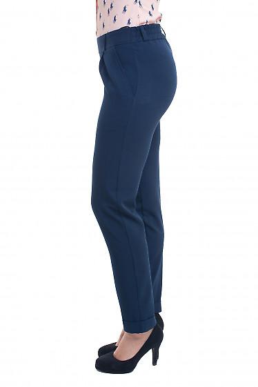 Деловые синие брюки из зауженными брючинами
