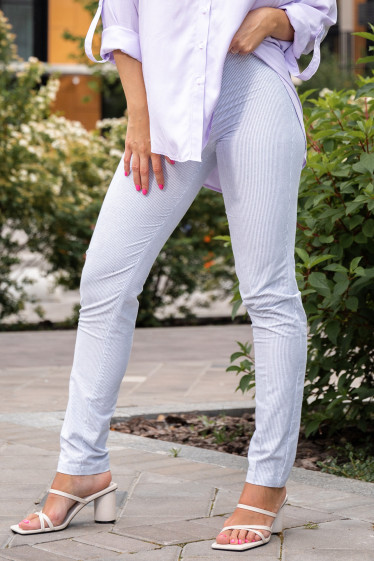 Летние женские брюки в полоску. Деловая женская одежда фото