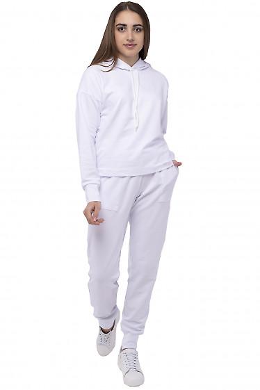 Белый спортивный костюм с капюшоном. Деловая одежда
