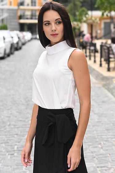 Белая блуза со стойкой