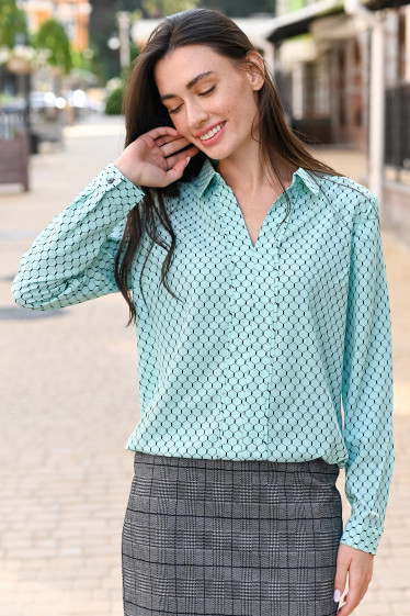 Блузка бирюзовая в синие соты. Деловая женская одежда