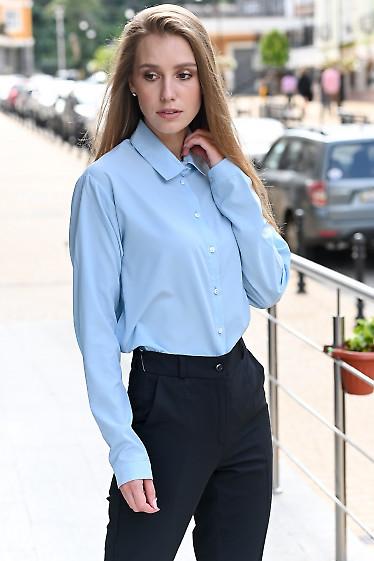 Блузка голубая со спущенным плечем. Деловая женская одежда