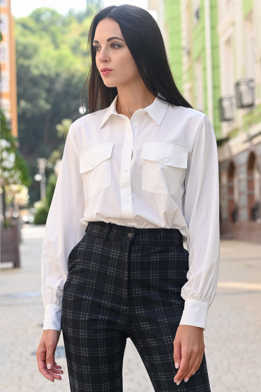 Женская блуза с карманами