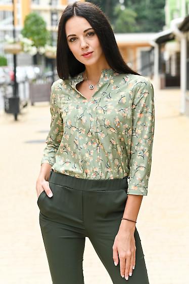 Блузка оливковая в бежевые цветы. Деловая женская одежда