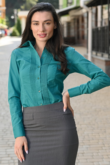 Блузка зелёная с защипами. Деловая женская одежда