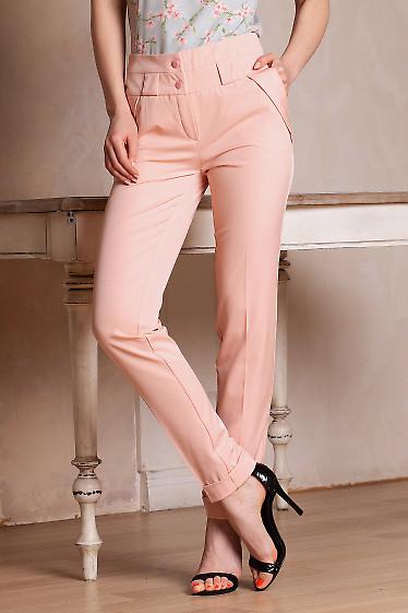 Брюки розовые с клапанми на карманах. Деловая женская одежда фото