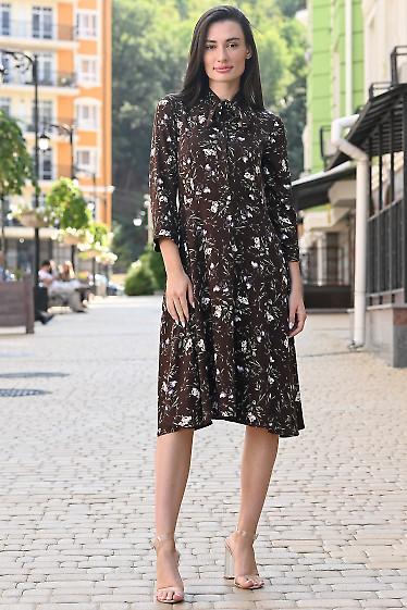 Коричневое платье в сиреневый цветок