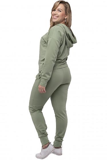Трикотажный спортивный костюм оливкового цвета