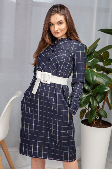 Платье- рубашка синего цвета в белую клетку. Деловая женская одежда фото