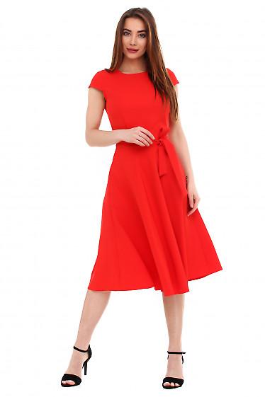 Платье красное пышное с поясом. Деловая женская одежда