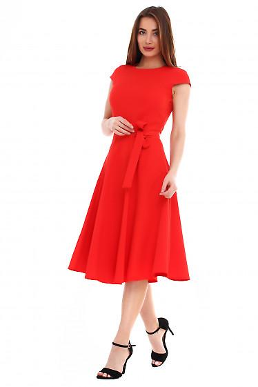 Купить платье красное пышное с поясом. Деловая женская одежда фото