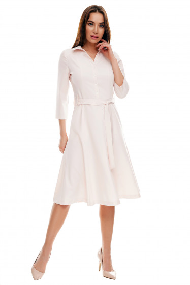 Платье миди розовое под пояс. Деловая женская одежда фото