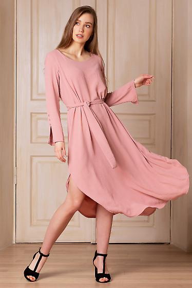 Платье просторное розовое с поясом. Деловая женская одежда фото