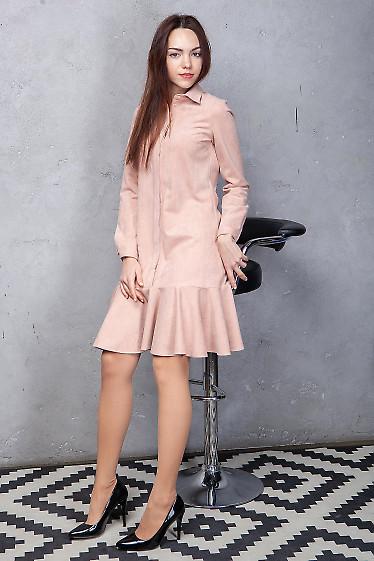 Платье розовое из замша с оборкой. Деловая женская одежда фото