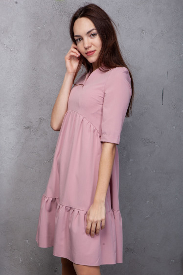 Купить платье розовое с оборками. Деловая женская одежда фото