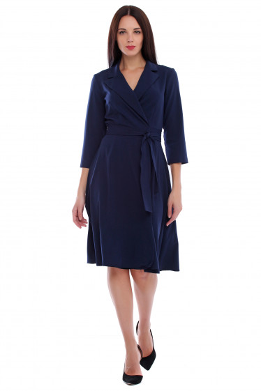 Платье синее на запах с поясом. Деловая женская одежда фото