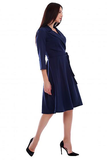 Купить платье синее на запах с поясом. Деловая женская одежда фото