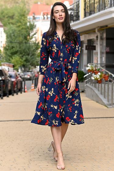 Платье синее с углубленным вырезом. Деловая одежда