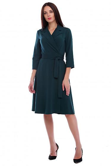 Платье зеленое на запах с поясом. Деловая женская одежда фото