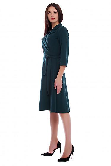 Купить платье зеленое на запах с поясом. Деловая женская одежда фото