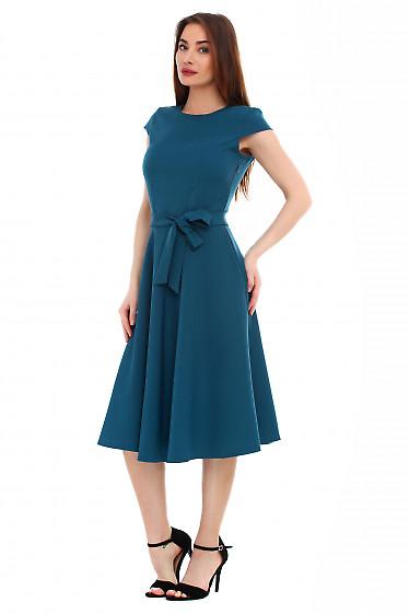 Платье пышное зеленое с поясом. Деловая женская одежда фото