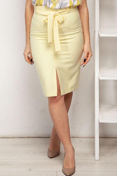 Юбка желтая с поясом. Деловая женская одежда фото