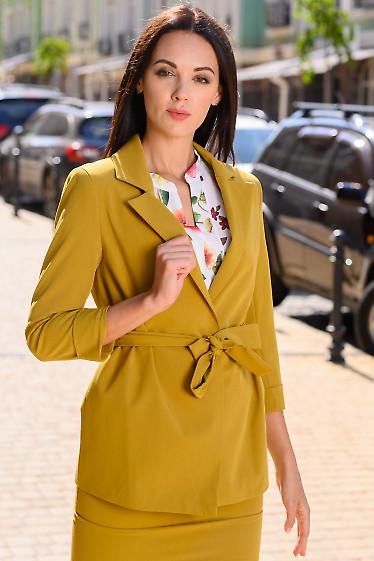 Жакет цвета горчица с поясом. Деловая женская одежда
