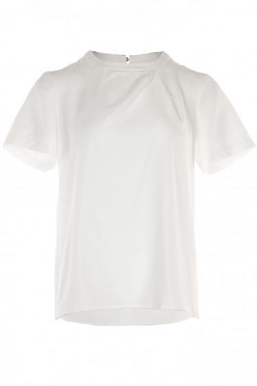 Блузка белая с круглой горловиной. Деловая женская одежда фото