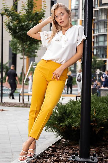 Купить молочную блузку с брюками. Деловая женская одежда фото