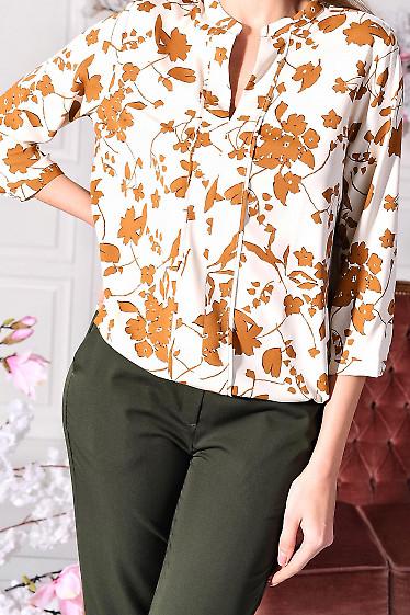 Молочная блуза в цветы из софта