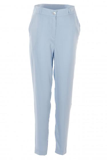 Брюки голубые зауженные с карманами. Деловая женская одежда