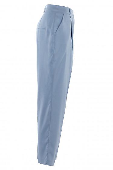 Голубые брюки с прорезными карманами