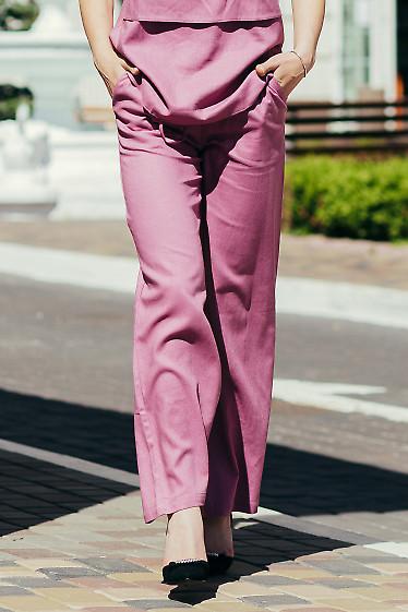 Купить малиновые брюки на резинке. Деловая женская одежда фото