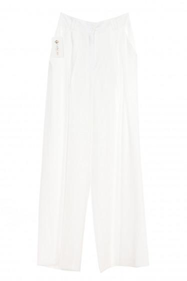Брюки палаццо белые. Деловая женская одежда фото