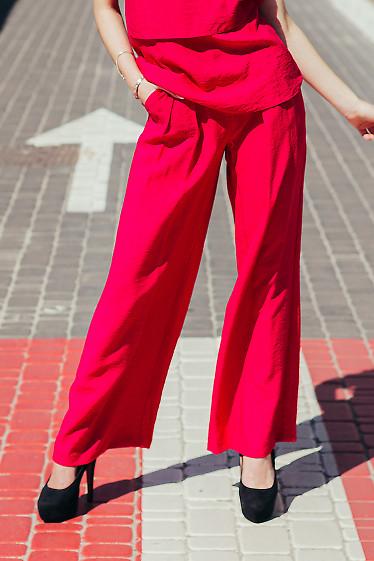Купить брюки палаццо малиновые. Деловая женская одежда фото