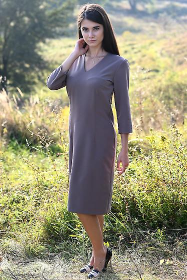 Платье чехол темно-бежевого цвета. Деловая женская одежда фото