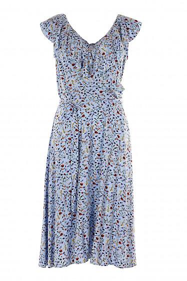 Платье голубое с воланом по горловине. Деловая женская одежда фото