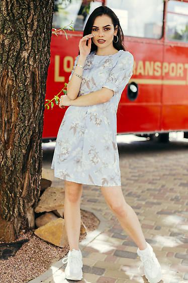 Легкое короткое голубое платье. Деловая женская одежда фото