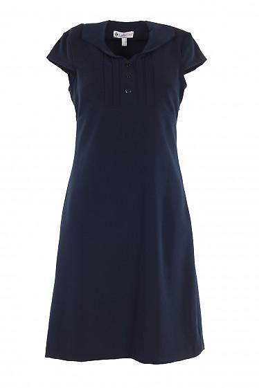 Платье синее с тонкими защипами и коротким рукавом. Деловая женская одежда фото